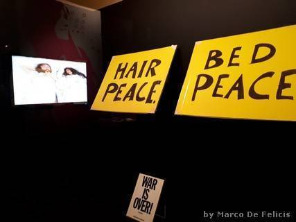 "Cartelli ""Hair Peace"" e ""Bed Peace"" (copie) e schema del Bed-In"